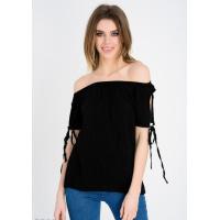 Черная блузка с открытыми плечами и короткими рукавами