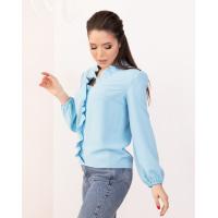 Голубая креповая блузка с рюшами