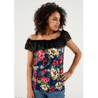 Темно-синяя блуза в цветах с черным кружевным отворотом
