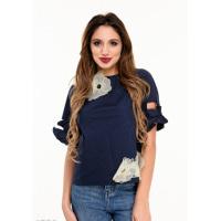 Синяя блуза с короткими рукавами-воланами и крупным цветочным декором