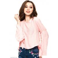 Розовая прямая блуза с длинными присобранными расклешенными рукавами