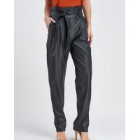 Черные присборенные брюки из эко-кожи