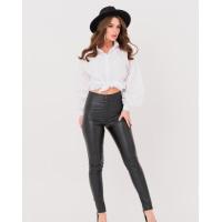 Черные облегающие брюки из эко-кожи