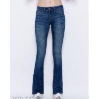 Синие потертые джинсы с небольшим клешем