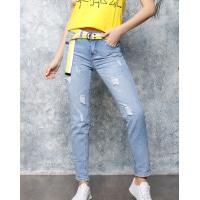 Голубые джинсы с перфорацией