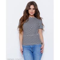 Черно-белая полосатая футболка из трикотажа
