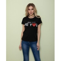 Черная футболка с романтичным принтом