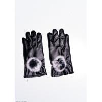 Черные перчатки из эко-кожи декорированные меховыми помпонами