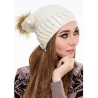 Белая шапка с блестящим напылением и помпоном