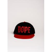 Черная с красным кепка с вышивкой DOPE