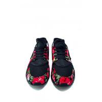 Черные кроссовки с цветочными красными вставками