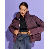 Фиолетовая демисезонная короткая куртка на молнии