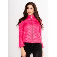 Яркая розовая стеганая тонкая куртка на молнии