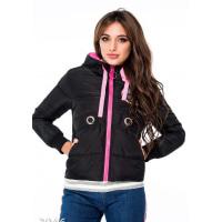 Черная куртка со стильной нашивкой и розовой отделкой