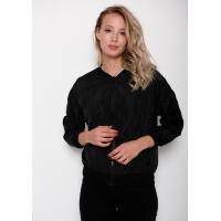 Черная легкая куртка из плащевки на молнии с принтом на спине