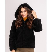 Черная меховая короткая куртка с капюшоном