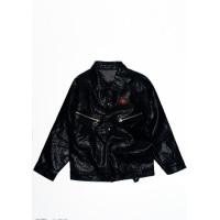 Черная куртка из эко-кожи на кнопках декорированная вышивкой на спинке