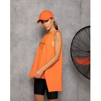 Оранжевая свободная майка в спортивном стиле