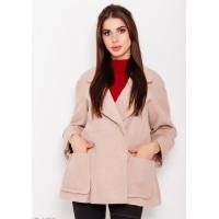 Бежевое пальто с накладными карманами и воротником с отворотами