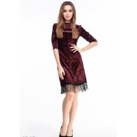 Фиолетовое велюровое платье с тонкой бахромой по краю