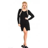 Черное вязаное платье свободного кроя с небольшим разрезом впереди