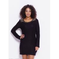 Черное вязаное платье с бусинами на горловине