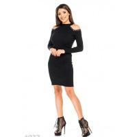 Черное платье-миди с вырезами на плечах и металлической фурнитурой