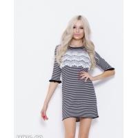 Черно-белое полосатое трикотажное платье с кружевом