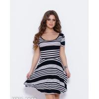Черно-белое полосатое платье с глубоким декольте