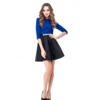 Пышное платье с ярко-синим верхом и черной юбкой