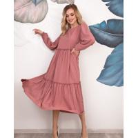 Темно-розовое платье-трапеция с рюшами