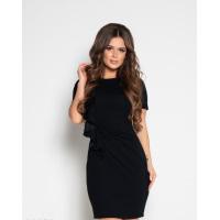 Черное платье-футляр с рюшами и драпировкой
