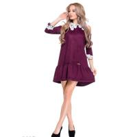 Фиолетовое замшевое платье-трапеция с разрезами на плечах и белым кружевным воротничком
