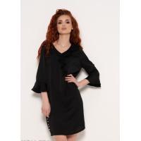 Черное платье с рюшами и бусинами сбоку