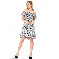 Белое легкое платье с воланами и геометрическим принтом