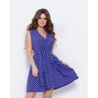 Синее в горошек платье с декольте на запах