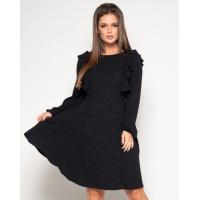 Черное фактурное платье с рюшами