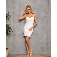 Белое облегающее платье в бельевом стиле