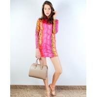 Розовое мини-платье в зигзагообразную полоску
