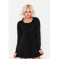 Черное комфортное платье с рюшами, плиссировкой и тонким пояском