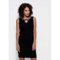 Трикотажное платье черного цвета без рукавов с декоративным вырезом на груди и декором из страз и жемчужин