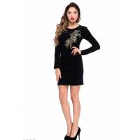 Черное велюровое платье с золотистой вышивкой на груди