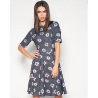 Серое фактурное платье с цветочным принтом