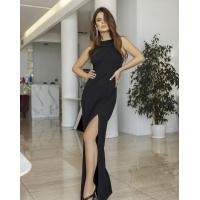 Черное длинное платье из фактурного трикотажа