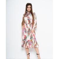 Яркое приталенное платье декорированное жаткой
