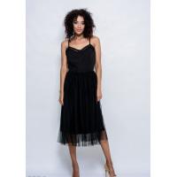 Черное платье на бретельках с пуговицами на лифе и фатиновой юбкой миди