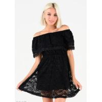 Черное приталенное кружевное платье с широким отворотом