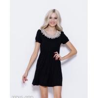 Черное трикотажное платье с кружевной вставкой