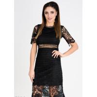 Черное кружевное приталенное платье с короткими рукавами и подкладом в тон