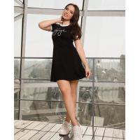 Черное трикотажное платье в спортивном стиле